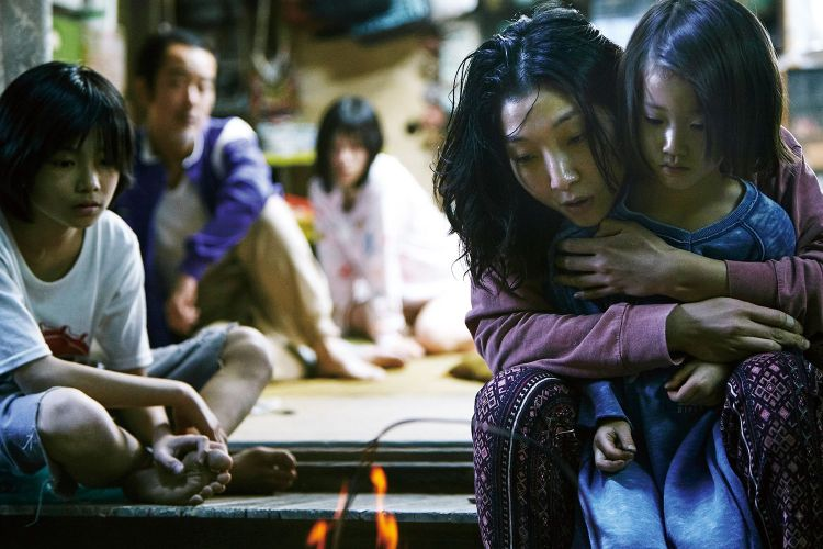 Shoplifters still 3