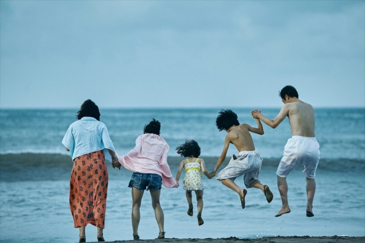Shoplifters still 4